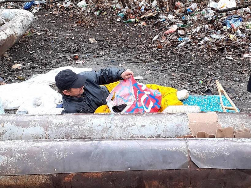Сотрудники срочной социальной службы Серпуховского дома ветеранов помогли бездомному